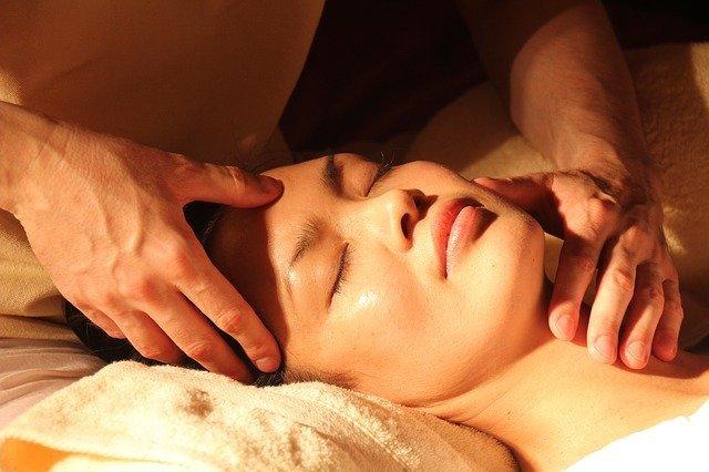 massage pour lisser les rides du visage