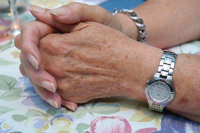 ongles striés femme