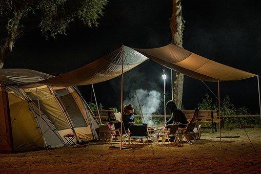 Faire un barbecue au camping