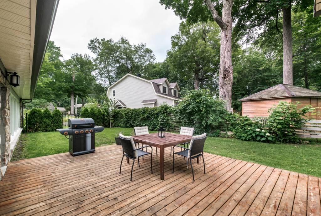 Le bois naturel, un choix prestigieux pour une terrasse de qualité !
