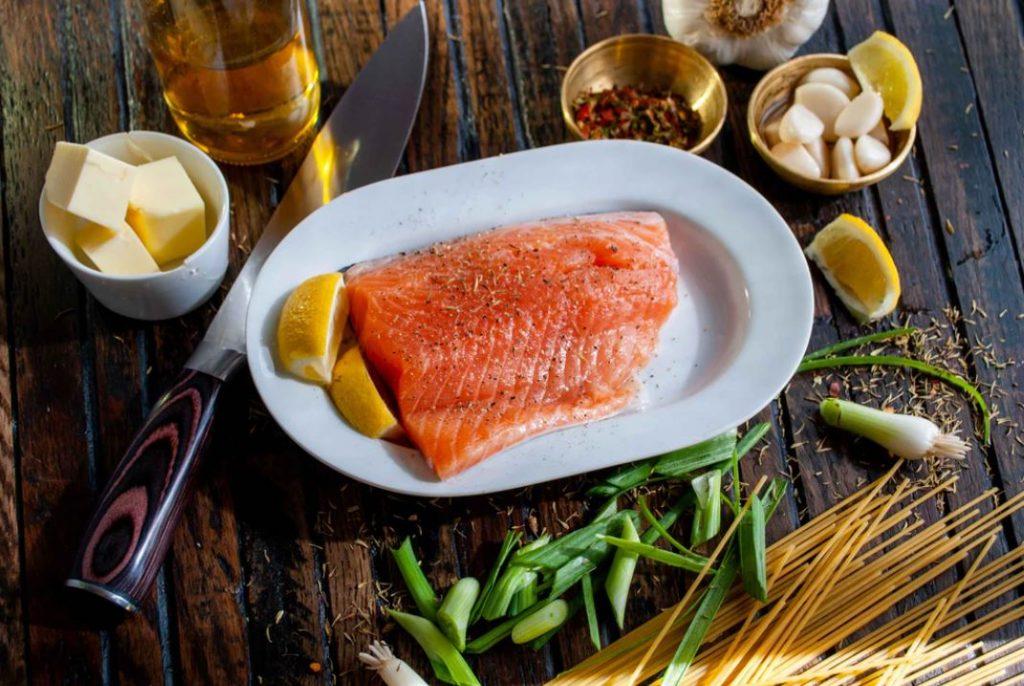 Un saumon cuisiné en suède