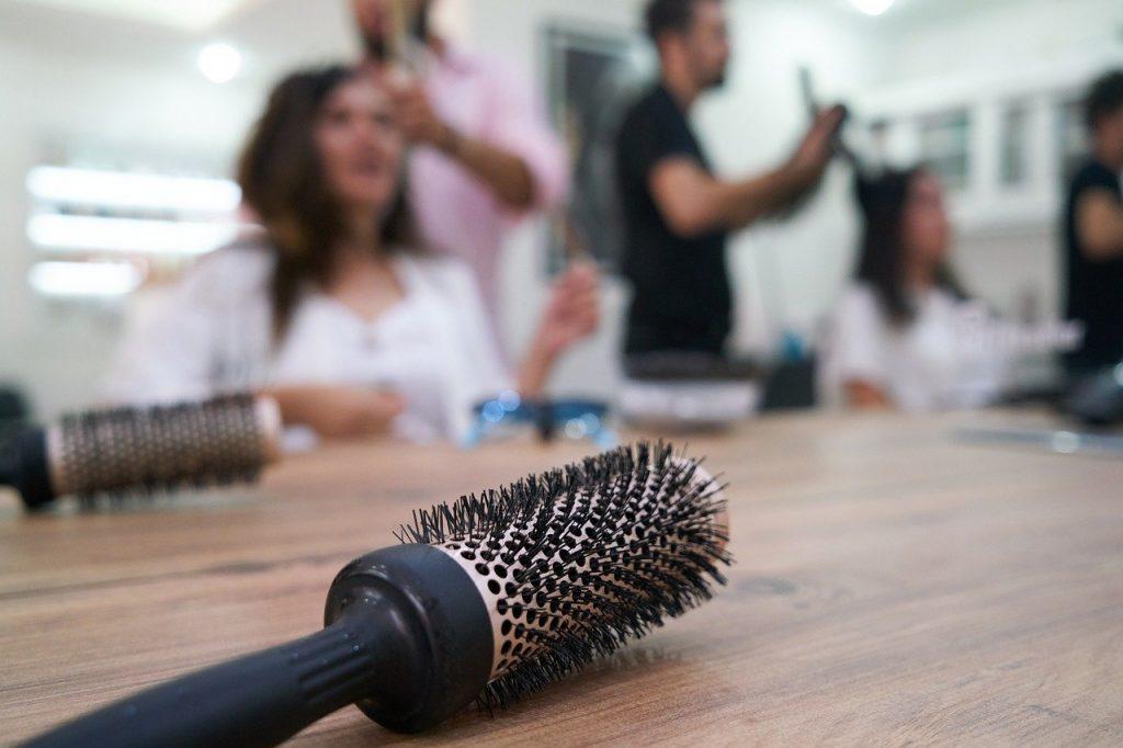 brosse-demelante-cheveux