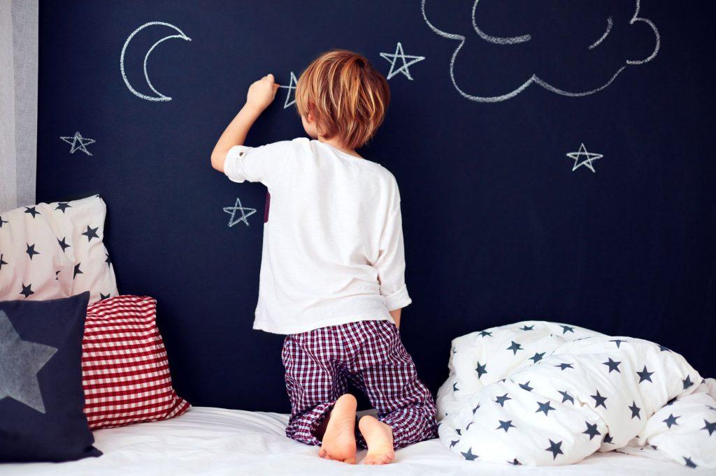 Décorez les murs avec une peinture magnétisée