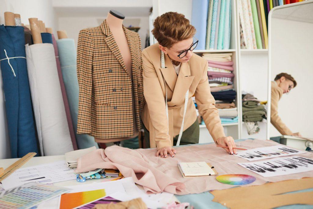 Devenir styliste indépendant : tous les conseils pour réussir