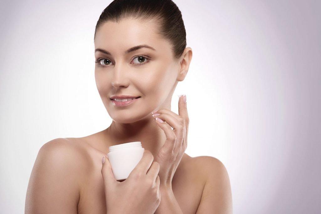Comment les crèmes hydratantes aident à lutter contre la sécheresse de la peau