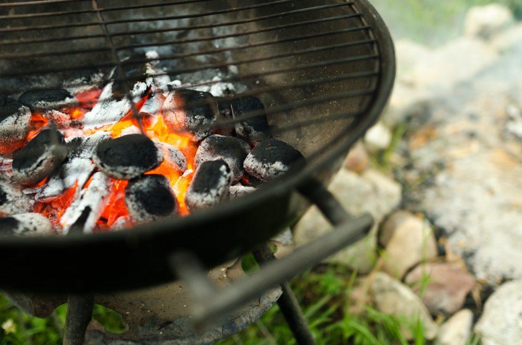 L'été arrive : j'adopte la cuisine au barbecue charbon