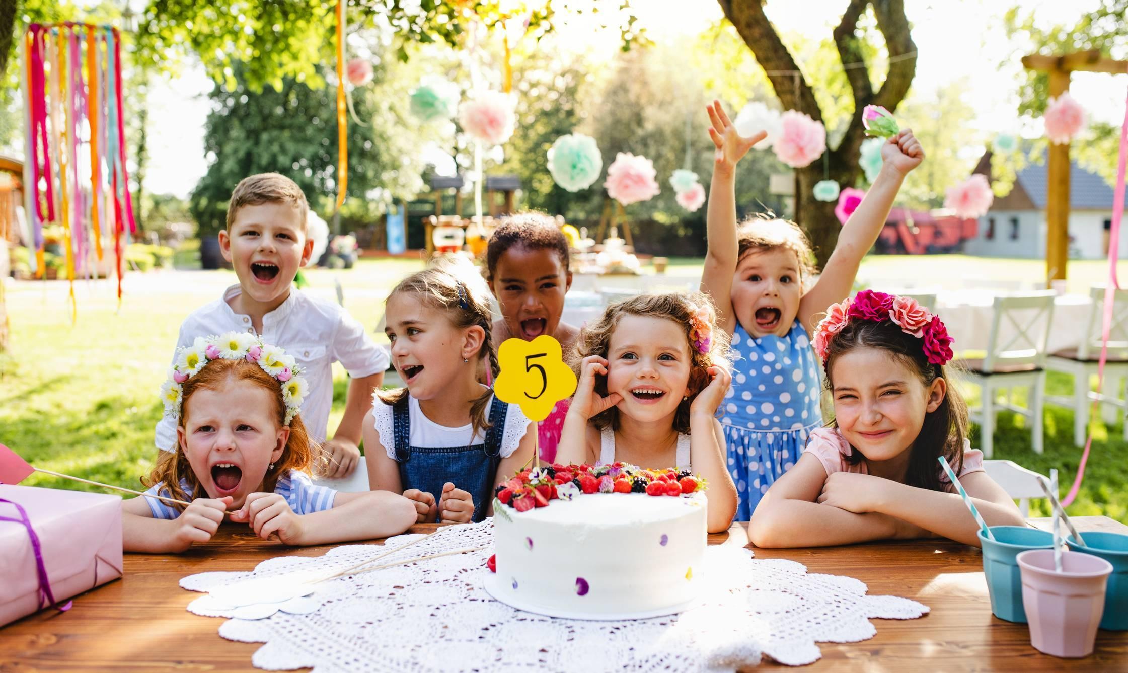 les meilleures cartes d'invitation, anniversaire à thème