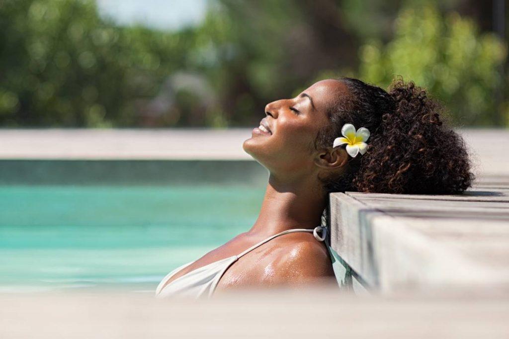 Cheveux afros : comment les préparer pour l'été ?