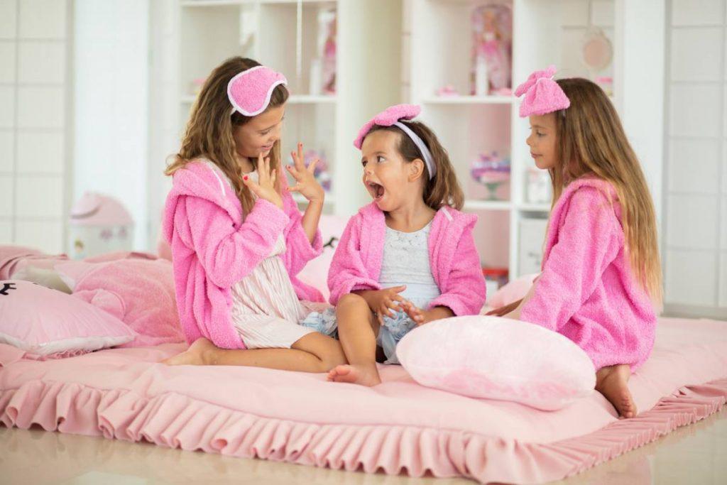 Stickers, décorations : comment aménager une chambre de petite fille ?