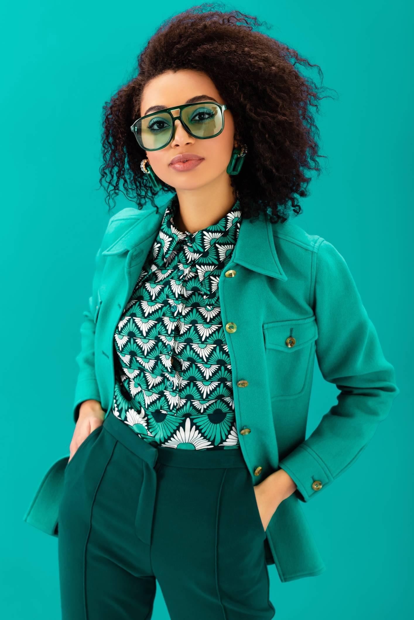 Look vintage mode vêtements femme lunettes