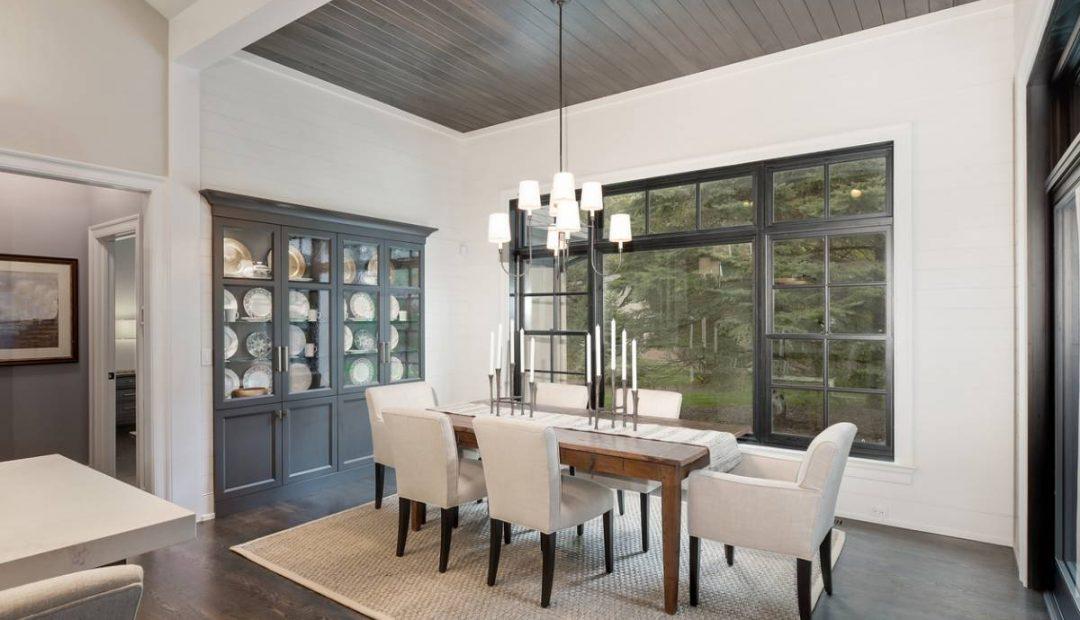 Comment mettre en valeur une décoration minimaliste avec l'éclairage ?